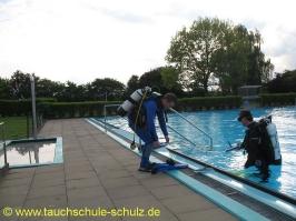 Beckenreinigung durch Taucher Stadensen 2010