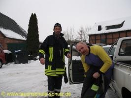 Unterstützung der Feuerwehr Wrestedt durch dieTauchschule Schulz. Vielen dank an Holger (dem Opfer) !